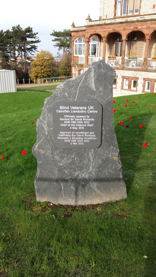 Commemoration stone with centre opening date