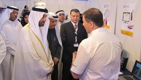 Steve presenting Supernova to His Highness Skeikh Saqr